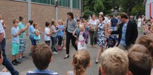 Schulneulinge werden von der Schulgemeinde empfangen